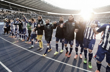 The Hertha BSC team greet the fans in the famous Ostkurve (Source: Bz-Berlin.de)