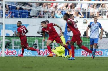 Bayern supera gol relâmpago e expulsão, vence Hoffenheim e mantém escrita na Bundesliga