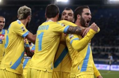 Higuaín marca duas vezes e Napoli derrota Lazio no Olimpico