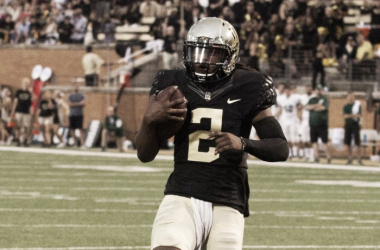 Wake Forest quarterback Kendal Hinton carries the ball against Tulane in their season opener | Source: Jeremy Brevard - USA Today Sports