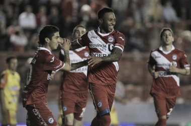 Reinaldo Lenis festejando su gol en el último partido del Bicho frente a Crucero. Foto: FotoBAIRES