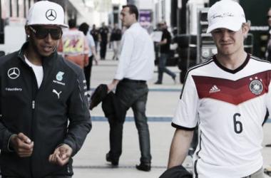 Os pilotos da Mercedes em Silverstone (Fonte: Sky Sports F1).