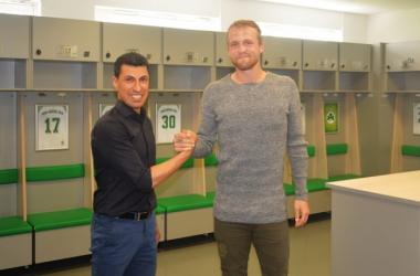 Ramazan Yildirim with new Fürth signing Philipp Hofmann. | Photo: SpVgg Greuther Fürth.