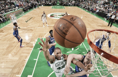 El partido estuvo siempre disputado, y cada rebote era una batalla.   Foto: NBA.com/celtics
