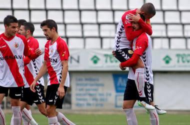 """Jugadores del """"Hospi"""" celebrando uno de los goles en el partido ante el FC Martinenc. Fuente: esportiu.cat"""