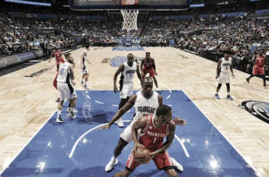 Los Rockets tuvieron que sudar para llevarse la victoria en la cancha de los Magic. Foto: NBA