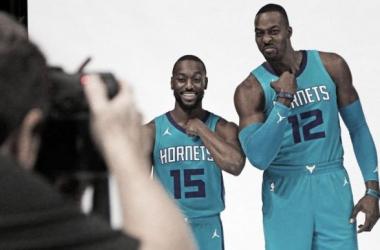 """Kemba Walker y Dwight Howard durante el """"Media Day""""   Foto: NBA"""