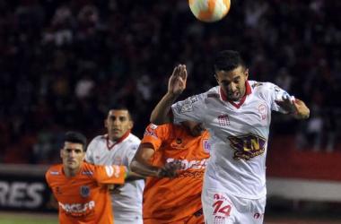 Huracán - Universitario de Sucre en la Copa Libertadores 2015 (1-1)