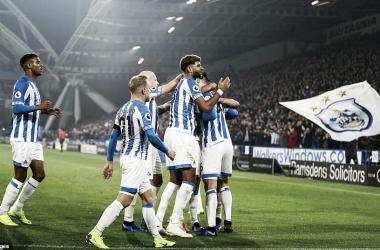 Huddersfield se sacó la mufa y pudo por fin cantar victoria frente a su gente. (Foto: Getty)
