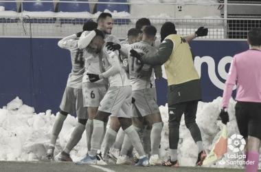 El Betis celebra la victoria en Huesca. Fuente: LaLiga
