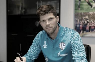 Schalke 04 anuncia retorno do atacante Huntelaar como reforço até fim da temporada