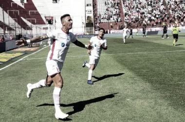 Lucas Barrios festejando el segundo gol (Foto: La Voz)