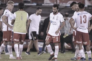 El equipo lamentándose la derrota (Foto: TyC Sports)