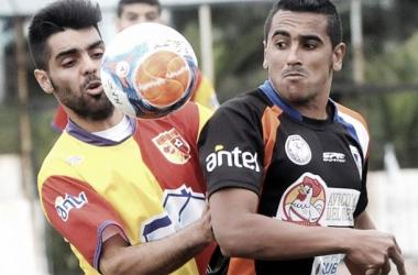 Huracán y Viila Española empataron sin goles, quedando punteros ambos equipos.