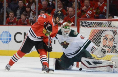 Marcus Kruger scores his first goal of the 2015 playoffs in the first period. Photo by Bob Chwedyk/Daily Herald via AP