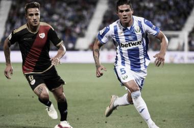 Trejo disputa un balón en el encuentro frente al Leganés | Fotografía: LaLiga