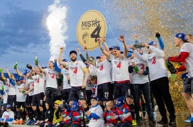 Los jugadores del Viktoria Plzen celebrando su cuarta Synat liga. (Foto: Plzen)
