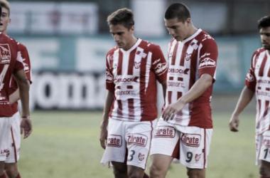 Con nuevas expulsiones y lesiones, Instituto perdió ante Atlético Paraná