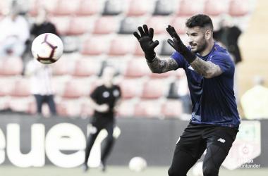 Iago Herrerín en el calentamiento de Vallecas | Fotografía: La Liga
