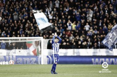 Ibai se despide de la afición del Alavés en el partido frente al Valencia. / Foto: LaLiga