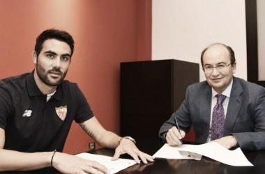 Um dos pilares do time, meia Iborra renova com Sevilla até 2020