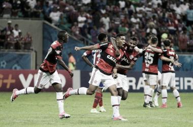 Em estreia, Éverton Ribeiro ressalta o crescimento do clube na briga pelo topo da tabela