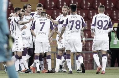 Vlahovic anota triplete no primeiro tempo, Fiorentina goleia e amplia má fase no Benevento