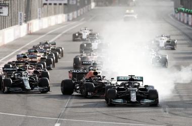 """Lewis Hamilton lamenta erro com os freios no Azerbaijão: """"Difícil de aceitar"""""""