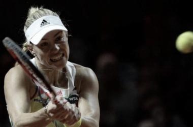 Angelique Kerber (3) da alemanhã venceu nesse domingo (24) o seu segundo titulo no ano. Foto: Marijan Murat/AP.