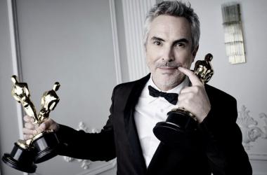 Alfonso Cuarón, el ganador a mejor director. Foto: @TheAcademy