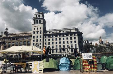 Acampadas reivindicativas el pasado miércoles en Plaza Catalunya. | Foto: Beatriz Martínez (VAVEL)