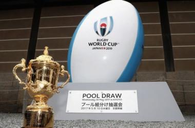 La Webb Ellis Cup, en el evento de sorteo de grupos, el 10/5/17 en Kyoto, Japón. Foto: Irish Times.