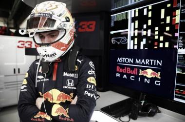 """Max Verstappen quer brigar pelo título e cobra RBR: """"Tem que ser melhor"""""""