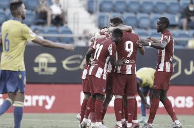 La plantilla rojiblanca celebrando el gol de Carrasco | Foto: Atlético de Madrid