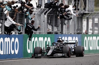 Hamilton vence GP da Hungria com tranquilidade e se iguala a Michael Schumacher