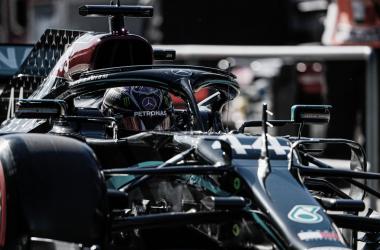 Hamilton faz sua pole de número 97 na carreira e larga na ponta em Portugal