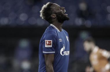 Segue o drama: Schalke perde para Arminia e chega a 29 jogos sem vencer na Bundesliga
