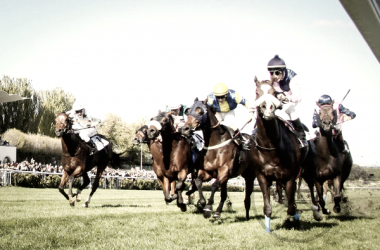 Llegada numerosa en una carrera en el Hipódromo de la Zarzuela de Madrid. FUENTE: Amigos del Moyate