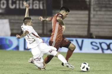 En un mal partido, Huracán logró vencer a un apático River | Foto: Superliga