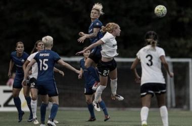 Tori Huster (23) and midfielder Jess Fishlock (left) head for possession of the ball. Photo: Washington Spirit