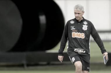 Goiás recebe Corinthians em confronto direto para se afastar do Z-4