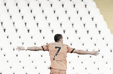 Cristiano Ronaldo marca duas vezes em seu retorno, Juventus goleia Spezia e assume vice-liderança provisória