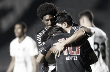 Vasco quebra sequência sem vitórias, bate Athletico-PR e retorna ao G-4 do Brasileirão