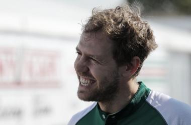 """Sebastian Vettel assina com Racing Point e já projeta Aston Martin para 2021: """"Futuro brilhante"""""""