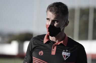 Mancini exalta necessidade de ajustes no Atlético-GO e vê vitória no RJ como 'importantíssima'