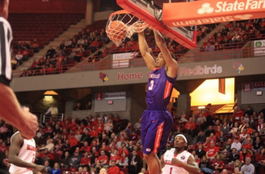 Evansville's Jaylon Brown slams down two of his ten points. Photo courtesy of Bob Pristash and @UEAthletics_MBB via twitter.
