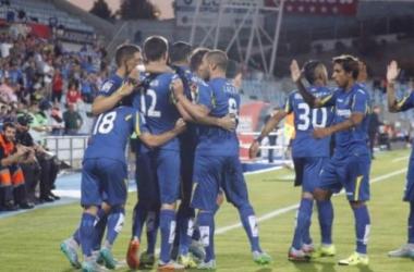 Los jugadores del Getafe celebran el gol de Stefan Scepovic (Fuente: laliga)