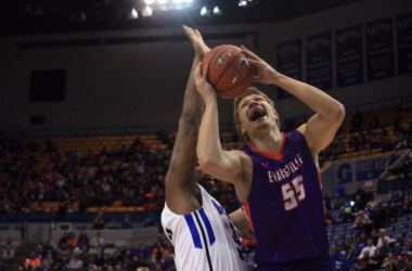 Photo courtesy of Bob Pristash and the Evansville Purple Aces' men's basketball twitter handle (@UEAthletics_MBB).