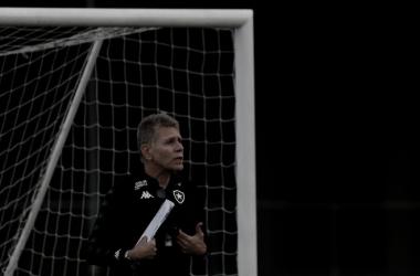Após polêmicas de Paulo Autuori, Botafogo tem confronto direto com a Portuguesa na Ilha