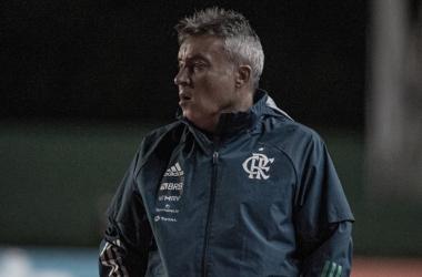 """Domènec se envergonha após goleada sofrida: """"Temos que pedir desculpas aos torcedores"""""""